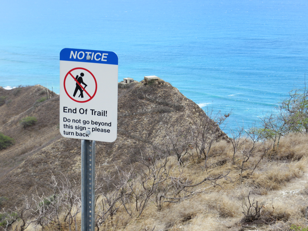 diamond head end of trail sign