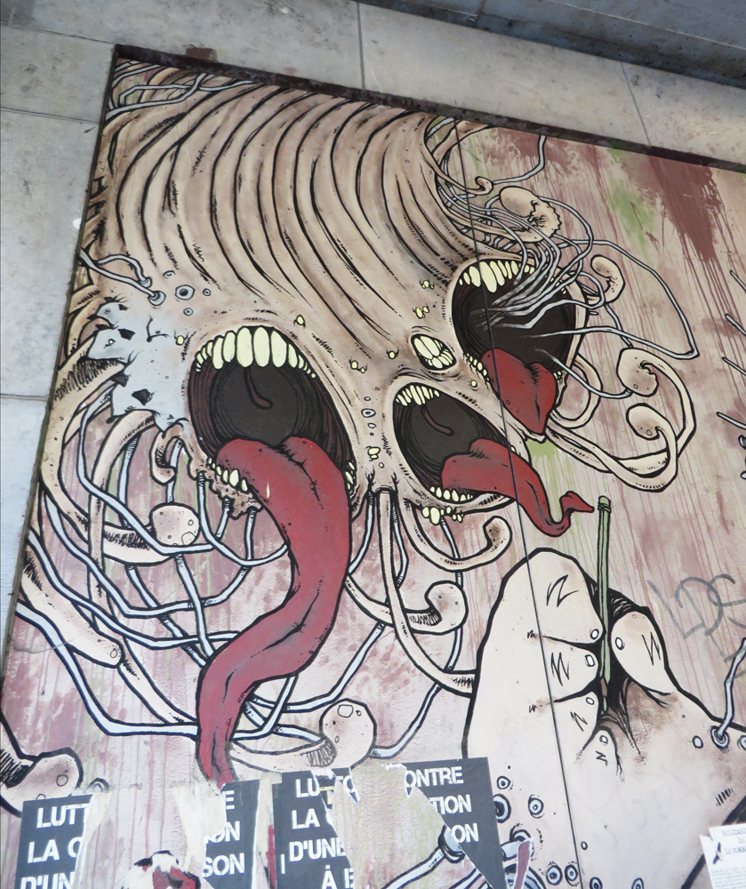 Mouth and teeth street art in Brussels