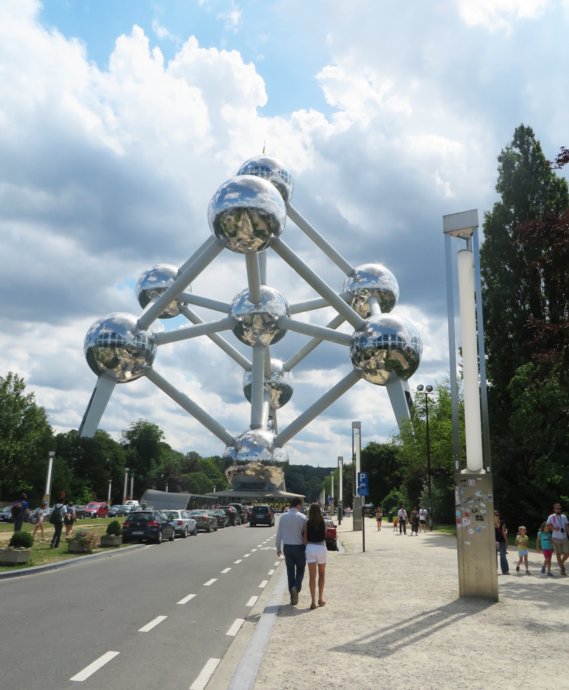 Brussels' Atomium, slightly closer