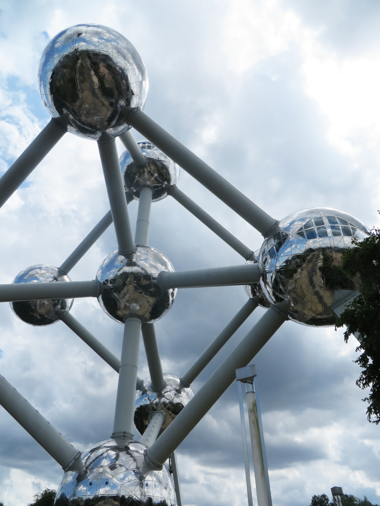 Brussels' Atomium, gradually filling the frame