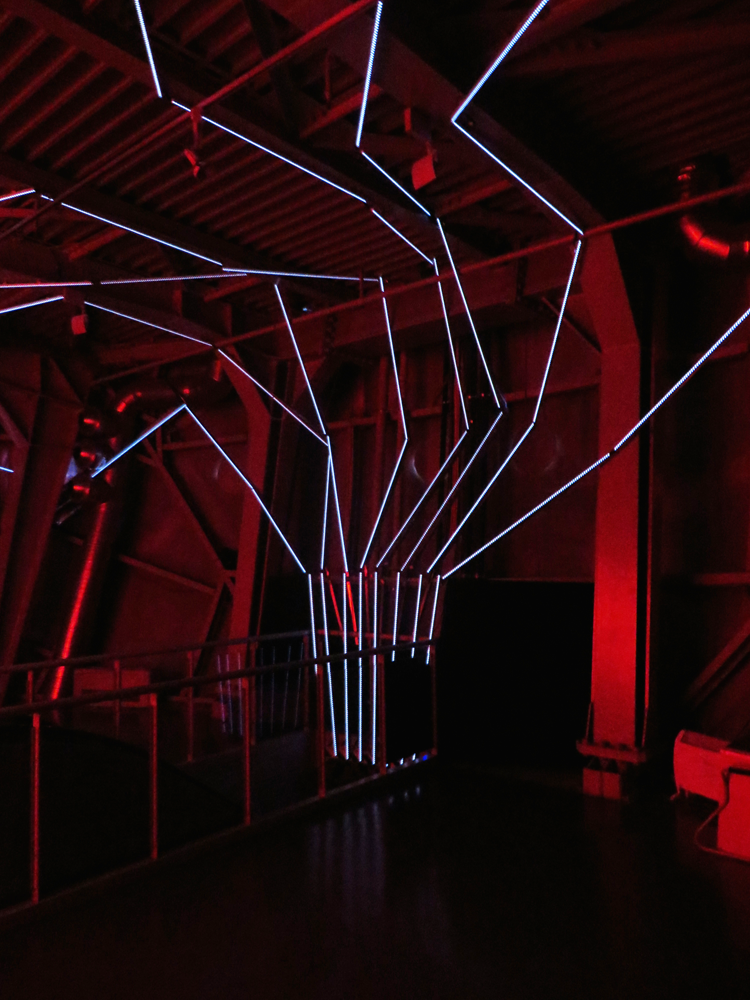More of the Atomium's Cylon room