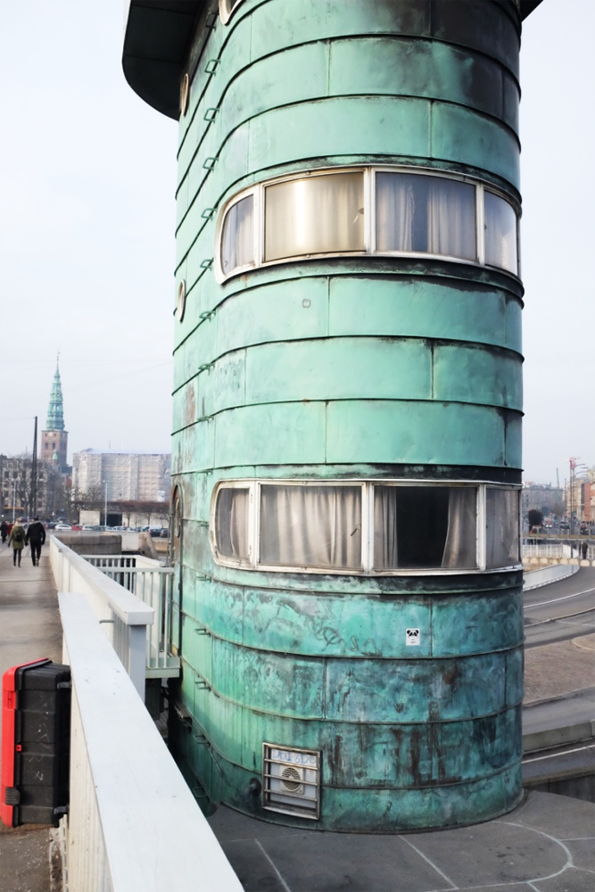 The side of a control tower of Copenhagen's Knippelsbro