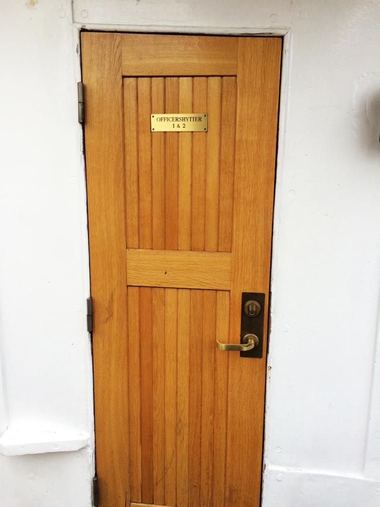 Officershytter door on Af Chapman